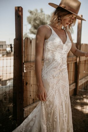 Stella-backless-sleeveless-lace-wedding-dress-for-the-bohemian-bride