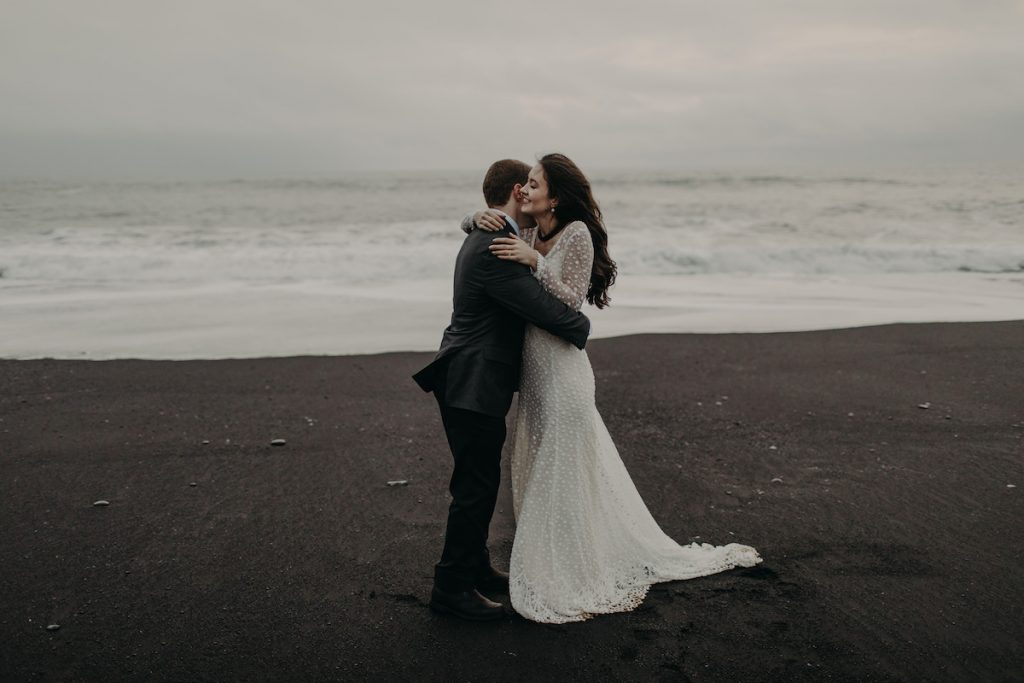 black-sandy-beach-of-iceland-and-the-dreamiest-elopement-ever
