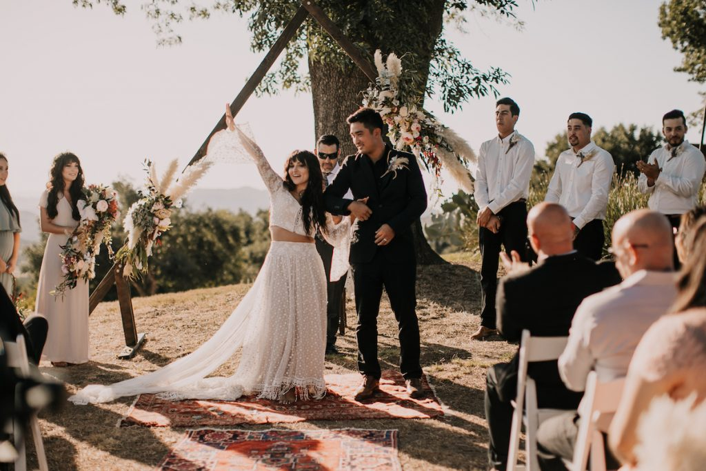 A-laid-back-yet-elegant-and-intimate-wedding-in-California-at-the-Condor's Nest-Ranch