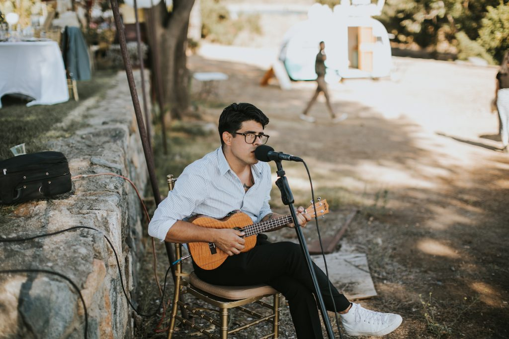 wedding one-man-band -at-bride-Amanda's-wedding-at-Condors-nest-Ranch