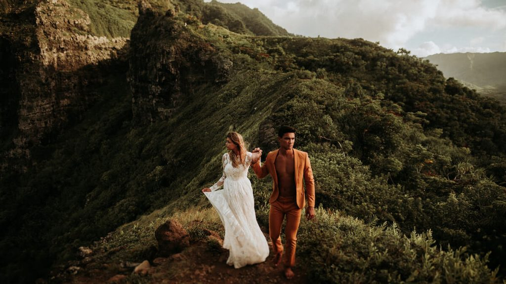 a-romantic-and-free-elopement-in-Hawaii