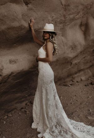 Alyssa-cord-lace-backless-ruched-wedding-dress