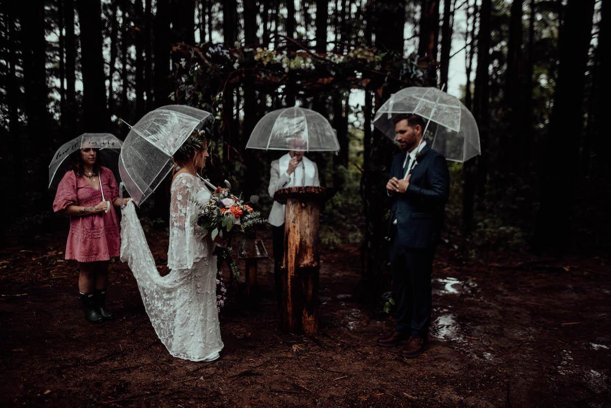 intimate-woodland-wedding-in-the-rain